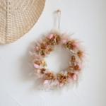 couronne de fleurs séchées rose - chipie choc création
