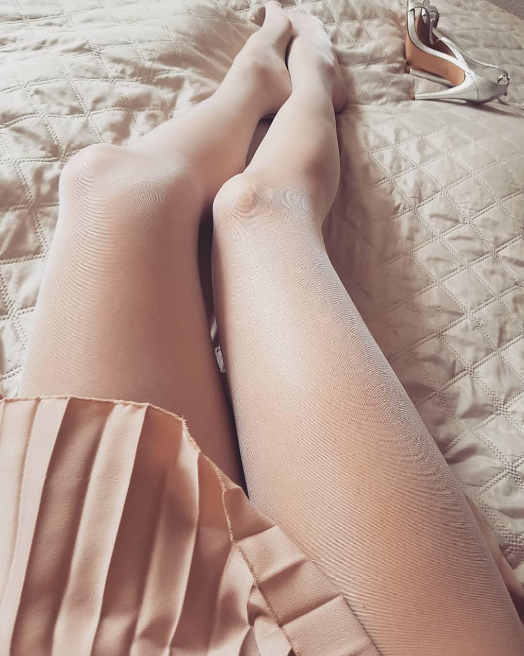 Collant ouvert avec dessin culotte et ligne couture gris