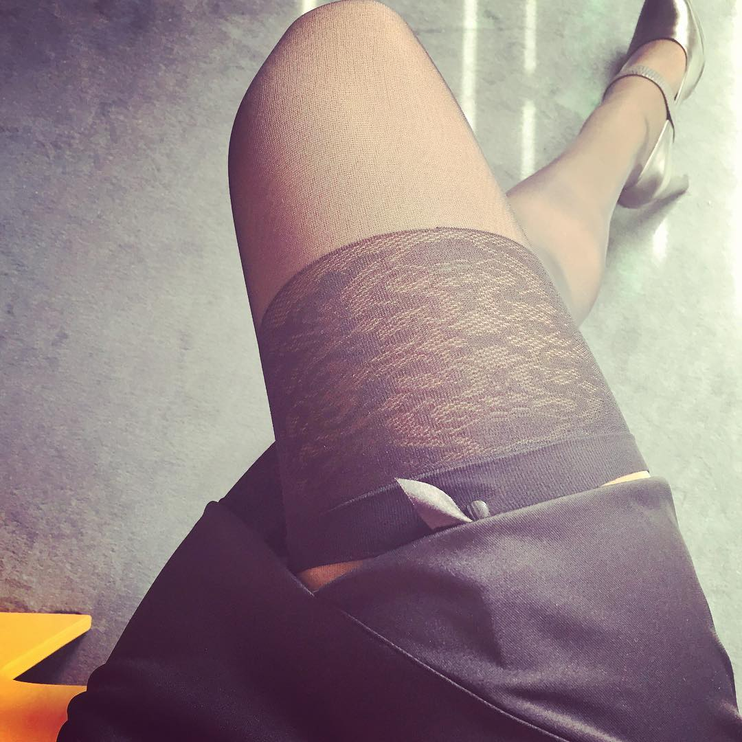 bas jarretelle avec jupe noir