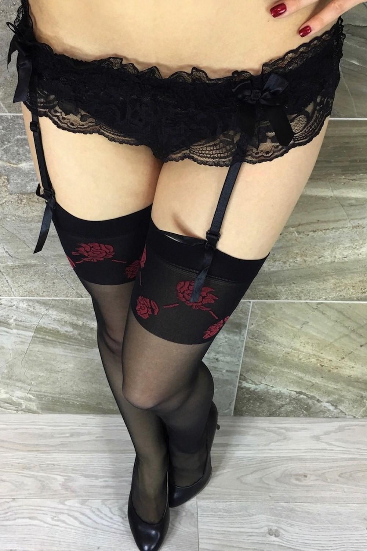 bas jarretelle noir avec des roses