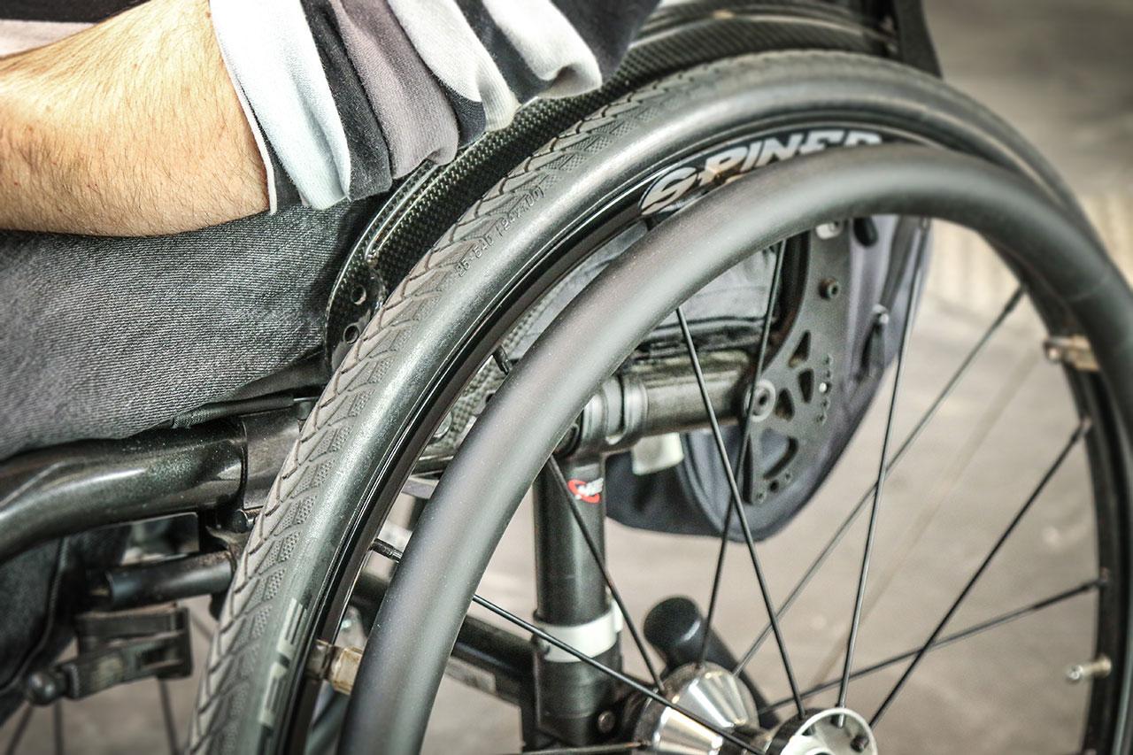 Protections pour mains courantes de fauteuil roulant