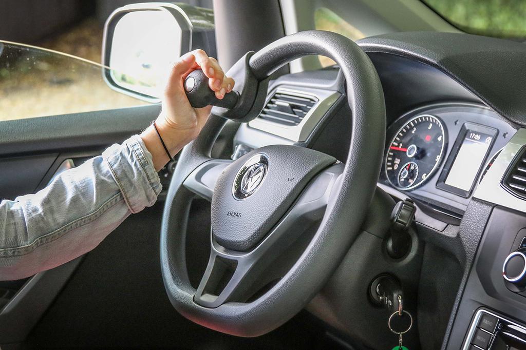 boule au volant amovible handygrip pour faciliter la conduite et les manoeuvres. Black Bedroom Furniture Sets. Home Design Ideas