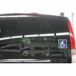 autocollant_pictogramme_handicap_sur_vehicule_01