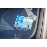 support_carte_stationnement_handicap_parebrise_03