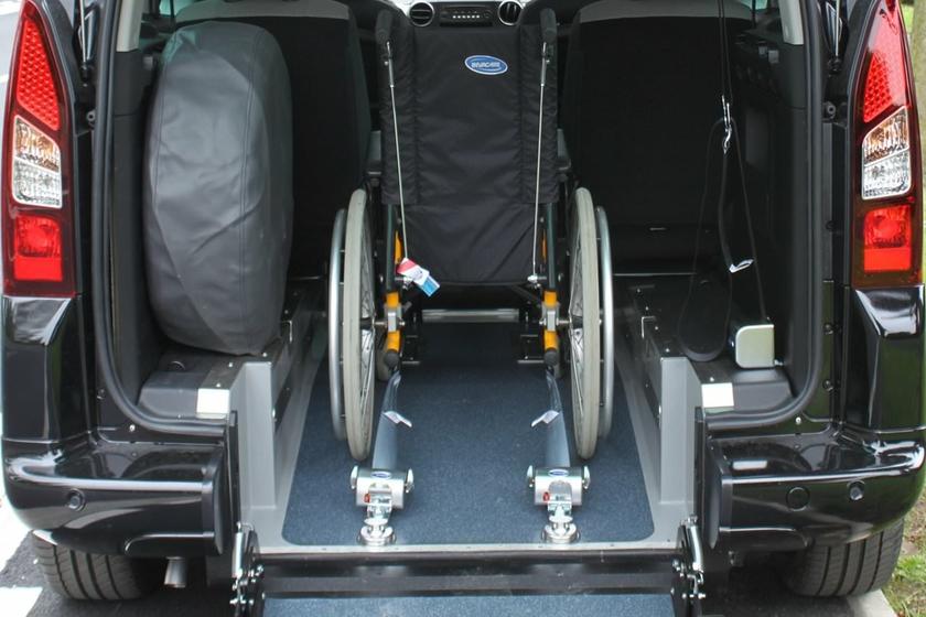 sangle enrouleur q 39 straint deluxe pour arrimage fauteuil roulant. Black Bedroom Furniture Sets. Home Design Ideas
