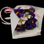 Mini bouquet violettes et primevères blanches en dragées chocolat