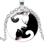 Collier pendentif métal chat yin yang noir et blanc