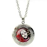 Collier Pendentif Médaillon Tête de Mort Mexicaine Blanche Fleurs Roses Rouges