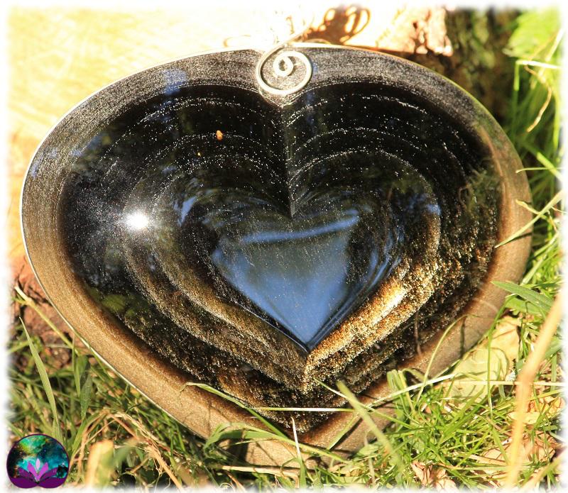 Grand coeur à suspendre en obsidienne dorée