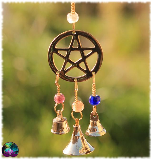 Mobile pentagramme et cloches en laiton