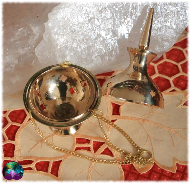 Encensoir doré avec chaîne