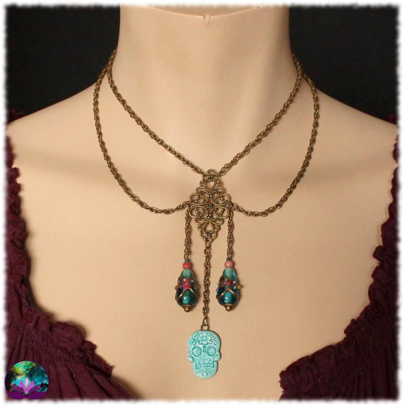 collier calavera bleue style antique