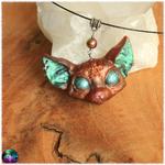 Pendentif chat mystique pentagramme marron bronze yeux turquoise électrique