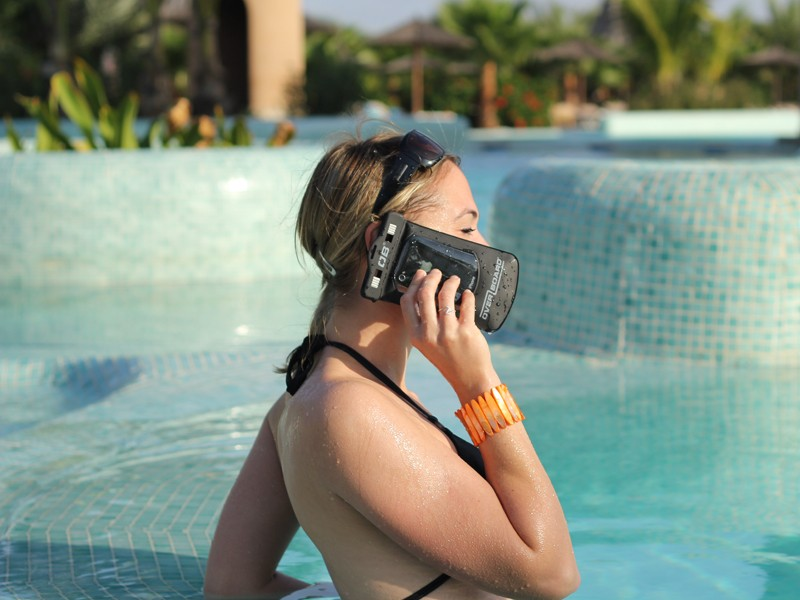 h-sml-phone-blk-pool-2_1
