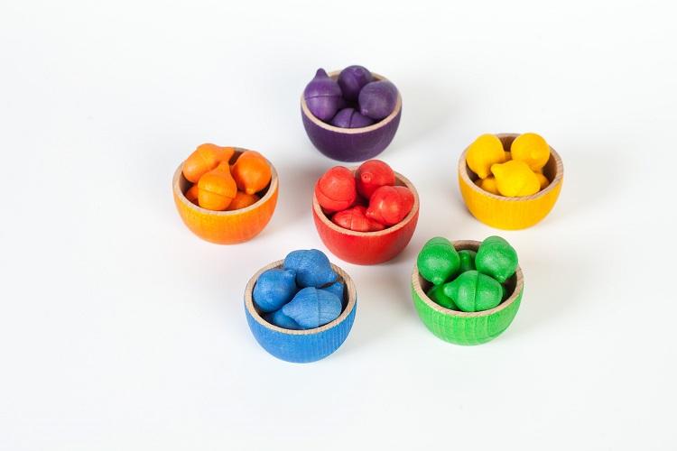 6 schaaltjes, 36 gekleurde eikels en 1 knijper Grapat