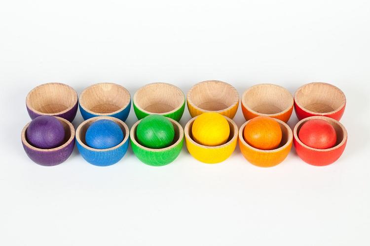 12 schaaltjes en 6 gekleurde ballen Grapat