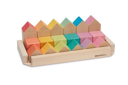 Petites maisons et cubes en bois colorés Ocamora