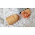 main bébé et shaker cylindre