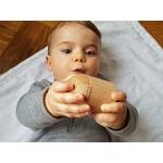 visage bébé avec shaker cylindre