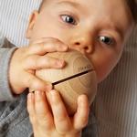 visage bébé avec grande boule sonore