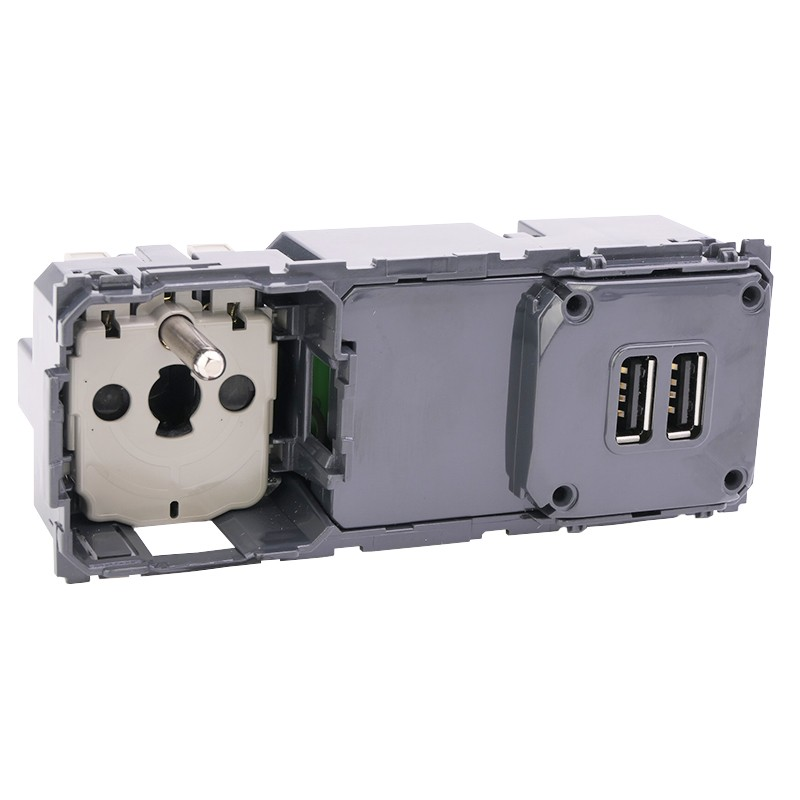 LEGRAND Prise de courant et chargeur double USB Type-A 3A précâblées Céliane 067106