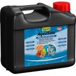 TETRA AquaSafe 5L transforme instantanément l'eau du robinet en une eau comme à l'état naturel, adaptée aux besoins des poissons