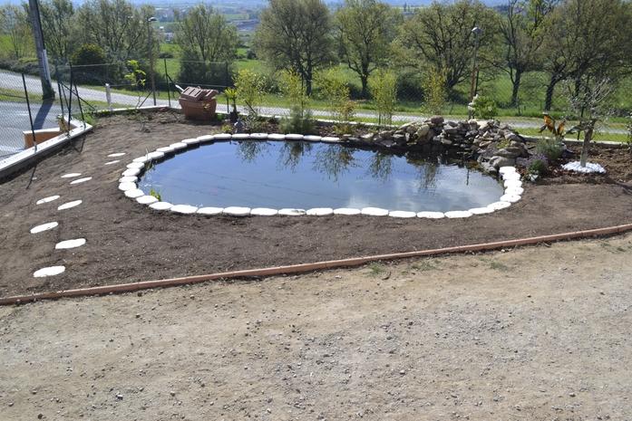 Construction d 39 un bassin de jardin avec b che epdm for Toile etanche pour bassin