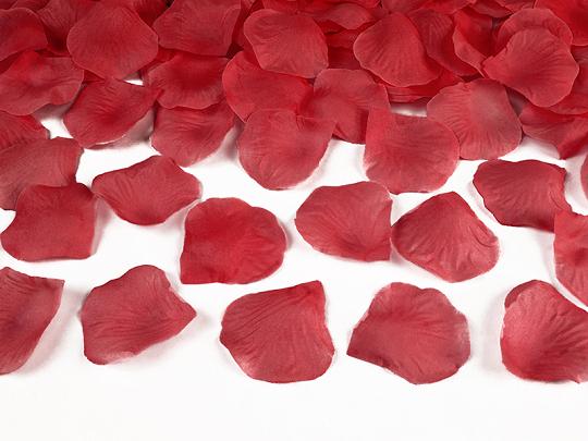 100 petales roses rouges