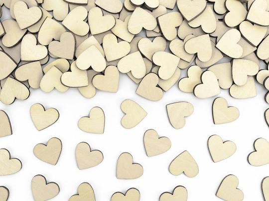 50 petits cœurs en bois