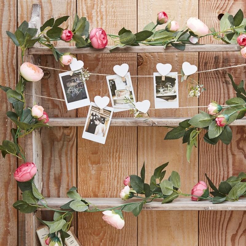 Guirlande de feuilles artificielles et de roses