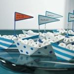 6 bateaux en métal pour confiseries remplis