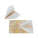 25 marque place avion vintage en origami sur fond blanc