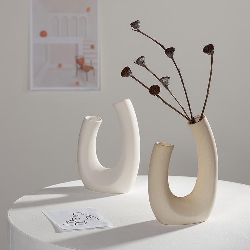 Vase moderne en céramique blanche