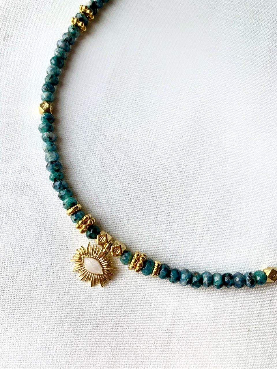 COLLIER HECATE