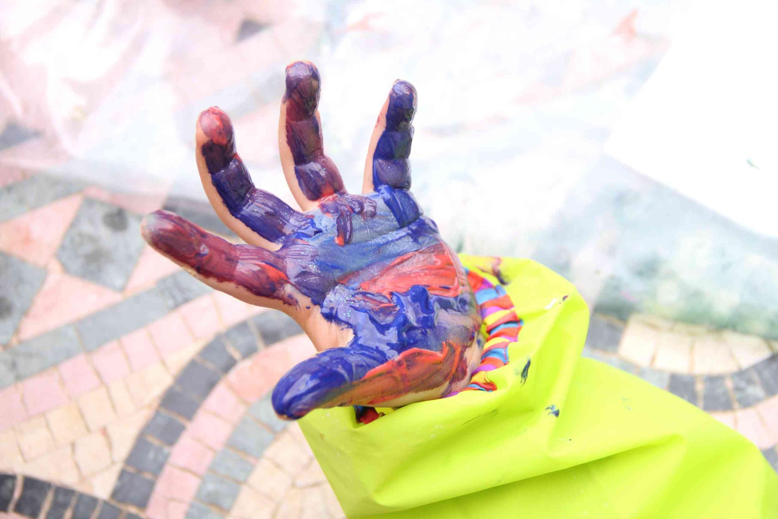 Porte cl s main d 39 enfants en plastique fou loisir cr atifs enfants magommette for Peinture pour le plastique