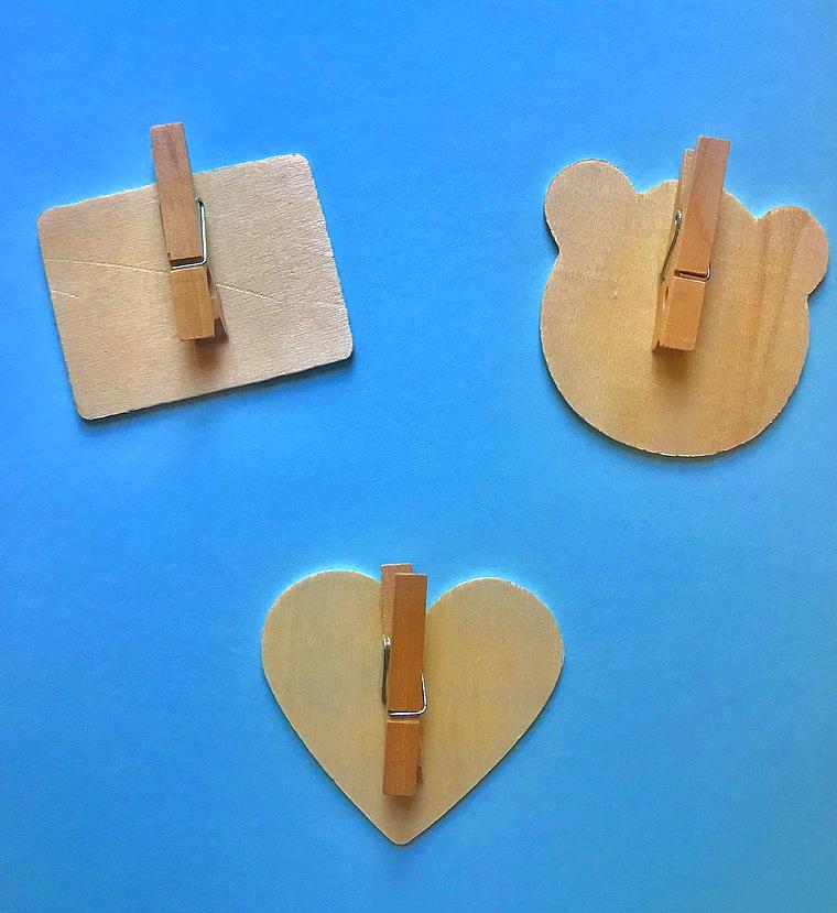 3 grosses pinces linge en bois avec ardoise - Guirlande porte photo avec pinces linge ...