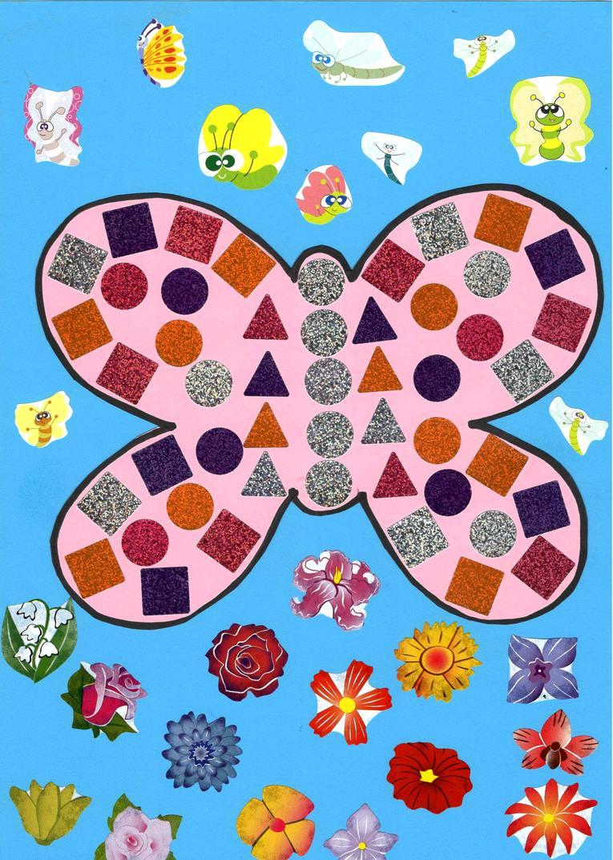 Bricolage papillon rose sur fond bleu