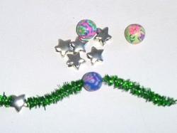 Couronne de fil cheniille décorée avec des perles