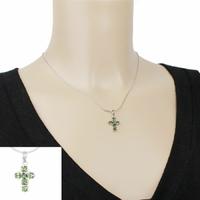 Pendentif croix tourmaline verte & argent 925, haut. 2.3cm, photo contractuelle.