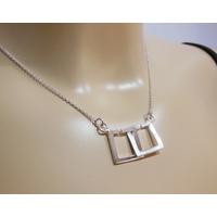 Collier argent, carrés entrelacés sur chaîne réglable de 42,5cm à 45cm