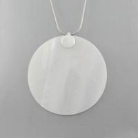 Pendentif nacre blanche & argent, rond, diamètre 6 ou 8cm