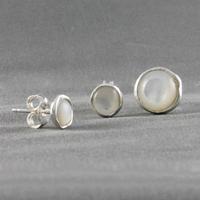 Boucles nacre blanche & argent, diamètre 7mm ou 1cm