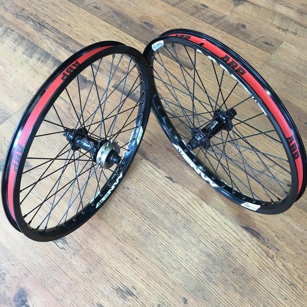 """Vélo Pneus /& Tubes 20/"""" X 2.125/"""" Crème//Crème Paroi Latérale BMX COMP 3 1 paire"""