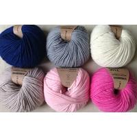 """Pelotes pure laine de """"we are knitters"""" 100gr aiguilles n° 7 ou 8"""