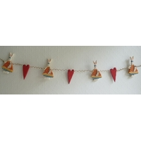 Guirlande décorative horizontale avec lapins et coeurs en bois en ficelle