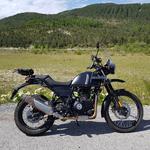 moto Royal enfield himalayan 410 noire vue de face