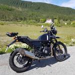 moto Royal enfield himalayan 410 noire vue de côté