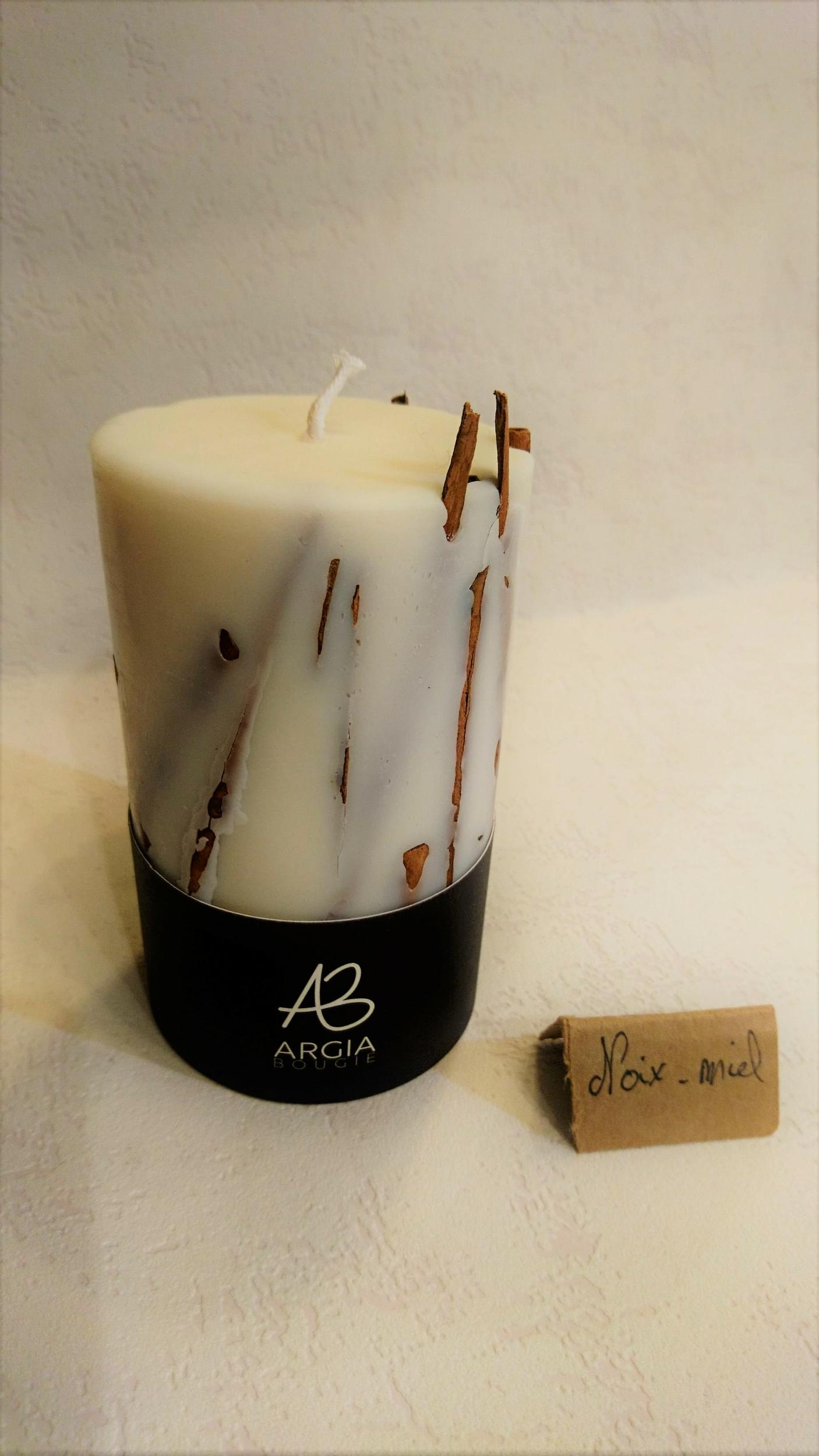 Bougie photophore - parfum Noix/miel & décor bâtons de cannelle