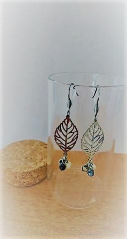 Boucles d\'oreilles feuilles acier inoxydable et pierres fines (jaspe dalmatien, marbre, obsidienne)