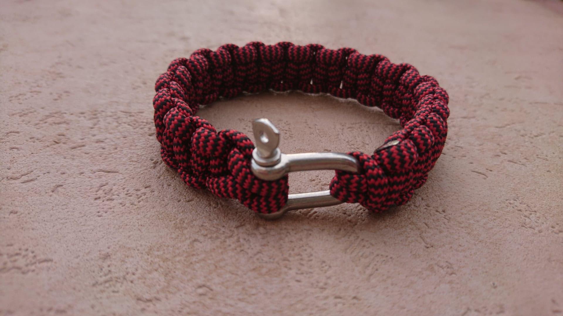 Bracelet de survie pour homme en paracorde et manille en acier inoxydable - rouge